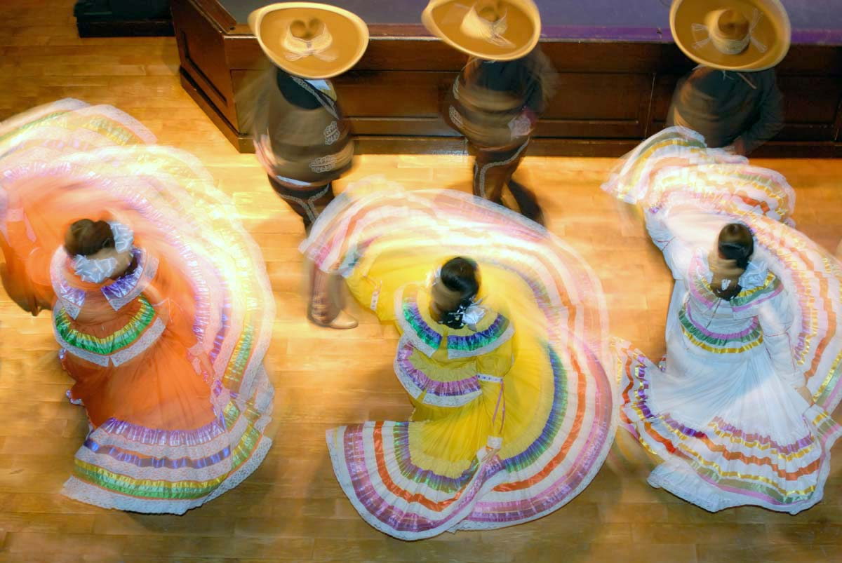 01-mexican_folk_dancers